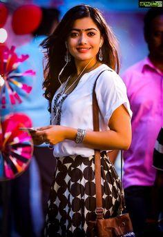 South Indian Actress Photo, Indian Actress Photos, Indian Actresses, South Actress, Stylish Girls Photos, Stylish Girl Pic, Girl Photos, Beautiful Girl Photo, Beautiful Girl Indian