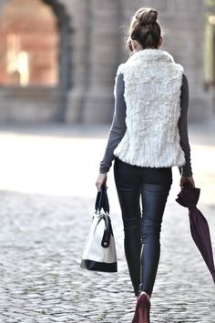 Fake leather and furry gilet Fashion Moda, Look Fashion, Womens Fashion, Street Fashion, White Fur Vest, Mein Style, Autumn Winter Fashion, Winter Style, Passion For Fashion
