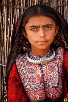 Portrait of a girl from the nomadic Fakirani Jat tribe