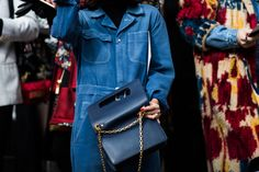 Street style à la Fashion Week automne-hiver 2018-2019 de Paris    Crédit photo : Sandra Semburg