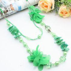Art drap vert + perle + collier de semences acrylique double couche