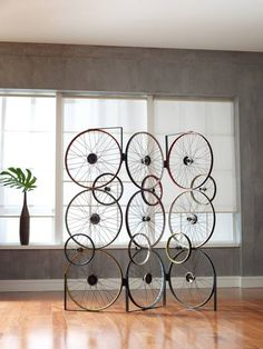 This photo provided by Phillips Collection shows The Bicycle Collection, created by upcycling discarded bicycle rims, pedals and frames. The result are rustic yet sophisticated designs that are instantly recognizable as repurposed. The Bicycle Screen Bicycle Rims, Bicycle Decor, Old Bicycle, Bicycle Art, Bicycle Design, Bicycle Parts Art, Room Interior, Interior Design Living Room, Pimp Your Bike