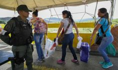 Venezolanos cruzan frontera con Colombia para comprar alimentos y medicinas. Visite nuestra página y sea parte de nuestra conversación:http://www.namnewsnetwork.org/v3/spanish/index.php  #nnn #bernama #malasia #malaysia #venezuela #colombia #america #latinoamerica #noticias #news #cucuta #tachira
