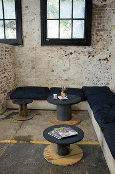 ideas for corner seating cafe coffee shop Corner Seating, Cafe Seating, Corner Bench, Deco Restaurant, Restaurant Design, Cafe Interior Design, Cafe Design, Design Café, House Design