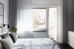 Bedroom sunlight - balcony. Vasavägen 29, Vindsetage   Fantastic Frank