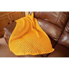 Easy Bobble Baby Blanket Knitting pattern by Daisy Gray Knits Christmas Knitting Patterns, Baby Knitting Patterns, Stitch Patterns, Crochet Patterns, Knitted Blankets, Baby Blankets, Chunky Blanket, Arm Knitting, Knitting Needles
