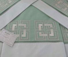 Jogo de cama verde 250 fios - bordado geométrico