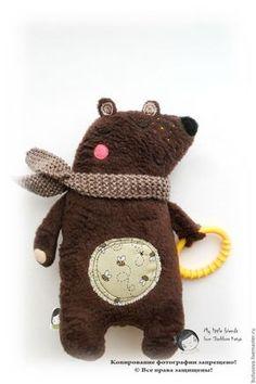 Купить или заказать Медвежонок-храпунька с грызунком. Игрушка для малышей в интернет магазине на Ярмарке Мастеров. С доставкой по России и СНГ. Материалы: текстиль. Размер: 22-23 см