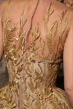 Gold embroidered Haute Couture dress, by Alexander McQueen, (back). Couture Details, Fashion Details, Fashion Design, Fashion Trends, Couture Mode, Couture Fashion, Beautiful Gowns, Beautiful Outfits, Beautiful Life