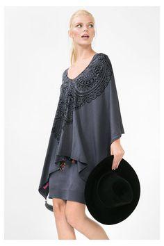 Vestido cinzento com poncho Colina | Desigual.com B