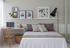 Phòng ngủ được thiết kế theo phong cách tối giản, hiện đại, sử dụng nội thất thông minh, tiện dụng.