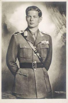 Regele Mihai Michael I Of Romania, Romanian Royal Family, Peles Castle, Men Are Men, Daguerreotype, Kaiser, Vintage Men, Vintage Photos, The Past