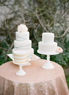 More sweet simple cakes on simple stands