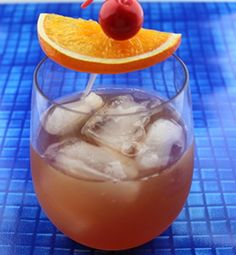 The Bourbon Daisy cocktail blends bourbon, lemon juice and grenadine with a little bit of sugar.