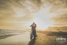 Dancing in the beach   bailando en la playa