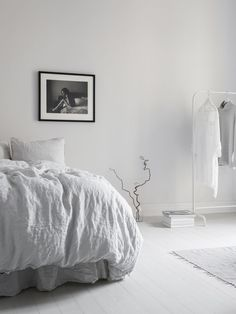 Uncluttered bedroom with grey linen sheets, white clothes rail and black and white photo Minimalist Interior, Minimalist Home, Home Bedroom, Bedroom Decor, Minimal Bedroom, Ideas Hogar, Swedish Interiors, Beautiful Bedrooms, Home Interior