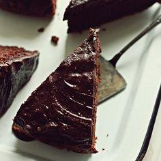 DrukujDzisiaj mamy dla Was przepyszne ciacho marchewkowe w wersji czekoladowej. Pełnoziarniste z dobrym kakao i czekoladową polewą. Wilgotne dzięki dodatkowi marchewki jest też dzięki niej zdrowsze. A do tego pełnoziarnista mąka orkiszowa! Zapraszamy! Składniki Na tortownicę 22cm: 400 g marchwi 200 g pełnoziarnistej mąki orkiszowej 1 łyżeczka proszku do pieczenia 1 łyżeczka sody oczyszczonej 1/3 …
