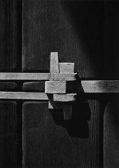 Yasuhiro Ishimoto, photograph of Greene & Greene's William R. Thorsen house post-and-strap detail, Berkeley, 1974