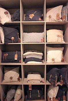 Sterk en stoer, de gebreide kussens van Knit Factory. De collectie heeft een grove, vintage look.