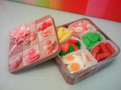 lata de chuches Festa Baby Alive, Homemade Gifts, Diy Gifts, Candy Kabobs, Dulce Candy, Candy Pop, Happy Pills, Candy Bouquet, Candy Boxes