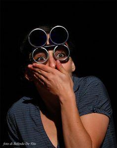 Motivazioni del Premio Scenario:  È bello vivere liberi! restituisce il sapore di una Resistenza vissuta al di fuori di ogni  irrigidimento retorico.  Spettacolo felicemente atipico, coniuga un fresco lavoro di narrazione con il mestiere del burattinaio, che riprende i propri personaggi e li riconsegna, felicemente reinventati, a una comunicazione archetipica, popolare.  Così anche l'orrore del lager può essere raccontato, senza perdere il candore nel racconto della storia che ancora siamo.