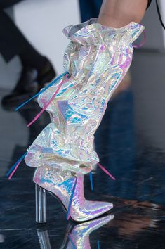 Byblos at Milan Fashion Week Spring 2019 - Details Runway Photos Runway Fashion, Fashion Show, Womens Fashion, Fashion Design, Spring Fashion, Fashion Trends, Holographic Fashion, Iridescent Fashion, Gold High Heel Sandals