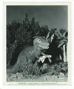 LES MONSTRES DE L'ILE EN FEU (Dinosaurus) Ward Ramsay dans le film d'Irvin S. YEAWOR&H 1960, 10 photos 20,5 x 25,5 cm. Estimation : 80 - 100 €. Argenteuil Maison de vent, Argenteuil, samedi 7 novembre 2015