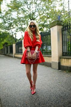 Chic Atlantic-Pacific Lady in Red Outfit Atlantic Pacific, Red Fashion, Autumn Fashion, Fashion Outfits, Street Fashion, Street Style, Street Chic, Red Street, All About Fashion