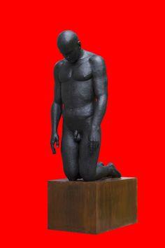 Коленопреклоненный. Материал: литьевой камень, черный металл. Размеры: 296х96х139 см.  2014 год. Kneeling. Material: molded stone, black metal. Dimensions: 296 x 96 x 139 cm. 2014.
