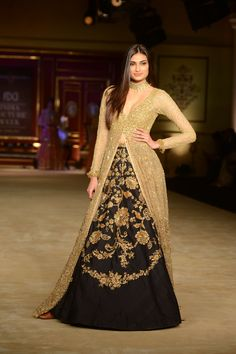 Athiya Shetty wore a shimmery dripping gold embroidery jacket paired with a black floral embroidered lehenga for SHYAMAL & BHUMIKA at ICW2017 Day3. She looked every bit beautiful as an interpretation of the young modern bride.#ICW2017https://www.perniaspopupshop.com/