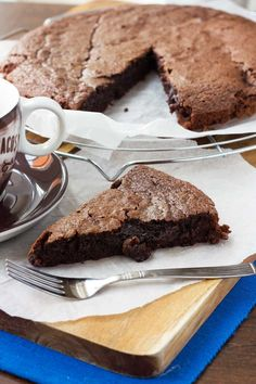 A traditional gooey Swedish chocolate cake that's like a cross between a fudgy brownie and a molten chocolate soufflé. Make it in mere minutes with only 6 ingredients. Decadent Chocolate Cake, Best Chocolate Cake, Chocolate Desserts, Chocolate Frosting, Homemade Chocolate, Baking Recipes, Cake Recipes, Dessert Recipes, Swedish Recipes