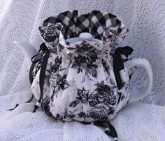 toile tea cozy! http://www.theteapotshoppe.com/rose-trellis-cozy.html