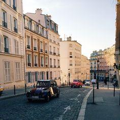 Les Deux-Chevaux, Montmartre. Photo by inthenoe.
