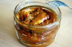 The new case of botulism is recorded at the female resident of the Khmelnytskyi region Fish Recipes, New Recipes, Cooking Recipes, Food N, Food And Drink, Russian Recipes, Just Cooking, Relleno, Sardinia