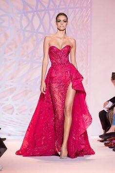 Den senaste modellen på klänningar.