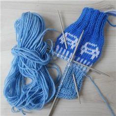 lasten autosukat - Kikiliakii neuloo - Vuodatus.net - Fingerless Gloves, Arm Warmers, Socks, Knitting Videos, Fingerless Mitts, Cuffs, Fingerless Mittens, Sock, Stockings