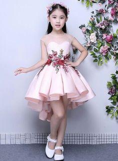 Cute Little Girl Dresses, Dresses Kids Girl, Cute Dresses, Dresses Dresses, Fashion Dresses, Fashion Kids, Women's Fashion, Flower Girls, Flower Girl Dresses