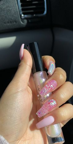 "If you're unfamiliar with nail trends and you hear the words ""coffin nails,"" what comes to mind? It's not nails with coffins drawn on them. It's long nails with a square tip, and the look has. Best Acrylic Nails, Acrylic Nail Designs, Winter Acrylic Nails, Sparkly Acrylic Nails, Diamond Nail Designs, Gorgeous Nails, Pretty Nails, French Nails Glitter, White Glitter"
