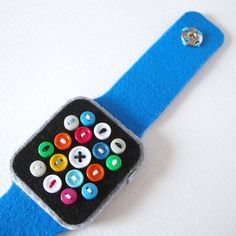 Super Low-Tech Apple Watch by Hine Mizushima. l #DIY #felt #applewatch #handcrafted