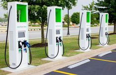 Why Walmart parking lots are perfect for electric vehicle chargers — Curbed Electronics Projects, Electronics Storage, Electronics Accessories, Electronic Shop, Electronic Gifts, Solar Panel Installation, Solar Panels, Electric Cars, Electric Vehicle
