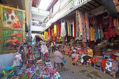 Bagian belakang gedung utama, ini kebanyakan produk fashion nih, pakaian, sandal, aksesoris, dan sejenisnya.