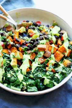 A delicious and healthy vegan sweet potato buddha bowl recipe that everyone will love. Perfectly roasted sweet potatoes, seasoned cooked black beans, and sautéed garlicky kale all topped with an incredible avocado cream sauce. Clean Eating, Healthy Eating, Healthy Food, Sauteed Kale, Planning Menu, Vegetarian Recipes, Healthy Recipes, Pescatarian Recipes, Gourmet