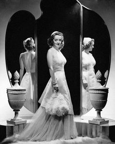 """summers-in-hollywood: """"Bette Davis in Dark Victory, 1939 """" Old Hollywood Glamour, Golden Age Of Hollywood, Vintage Glamour, Vintage Hollywood, Hollywood Stars, Classic Hollywood, Hollywood Icons, Hollywood Quotes, Hollywood Theme"""