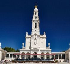 Shrine of Our Lady of Fatima, Portugal - I have been twice, hope to go again someday! Peaceful Places, Wonderful Places, Fatima Portugal, Day Trips From Lisbon, Lady Of Fatima, Old Churches, Easy Day, Travel Tours, Travel Europe