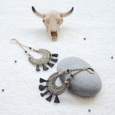 Boucles d'oreilles noires et bronzes bohèmes chic, bijoux bohème chic et hippie chic