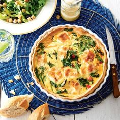 Franse quiche met spinazie en brie - Lekker om zelf toe te voegen: een frisse salade en stokbrood.