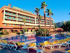 Dit was het hotel er was een heel leuk zwembad. Iedere dag werden en leuke speel gedaan rondom het zwembad. Ook een schuimparty!