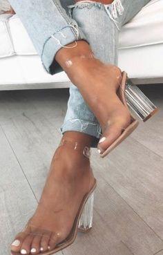 Clear Block Heels, Clear Heels, Khadra, Frauen In High Heels, Silver Strappy Heels, Pastel Outfit, Heels Outfits, Casual Heels Outfit, Designer Shoes