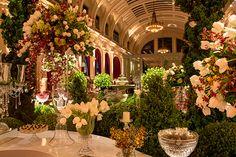 O pedido de casamento foi feito em Paris, em um passeio de barco no Rio Sena. Por isso, a decoração, assinada por Bruno Zani -Cenográphia, teve como inspi