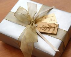 Elegant Gift Wrapping, Wedding Gift Wrapping, Creative Gift Wrapping, Christmas Gift Wrapping, Creative Gifts, Xmas Gifts, Wedding Gifts, Wrapping Ideas, Gift Wrapping Techniques